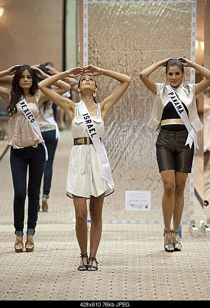 Miss Universe 2010-klk.jpg