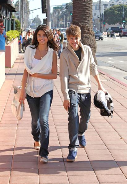 justin bieber pics with selena gomez. Justin Bieber and Selena Gomez