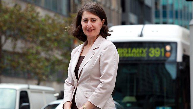 Նորընտիր վարչապետ Գլադիս Բերեջիկլյանն առաջին օրն աշխատանքի է գնացել ավտոբուսով.Ֆոտո