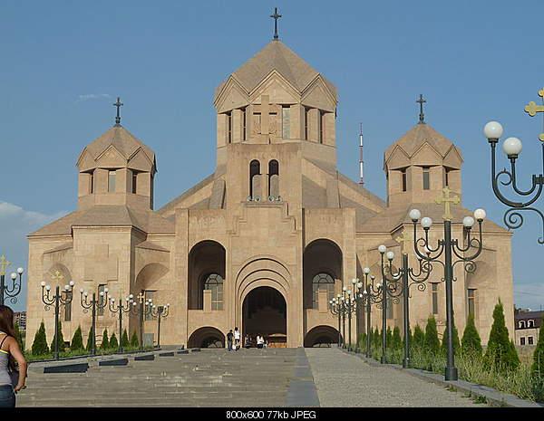 Архитектура Еревана-800px-saint_gregory_the_illuminator_cathedral-_yerevan-4.jpg
