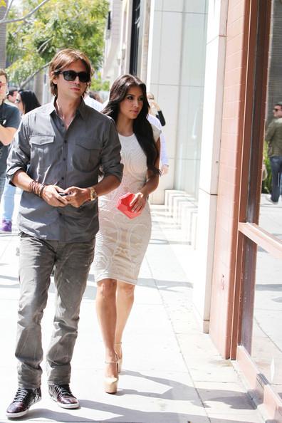 Kim+Kardashian+shows+off+curves+cream+colored+0HvFfL4q06sl.jpg (84.6 KB, )